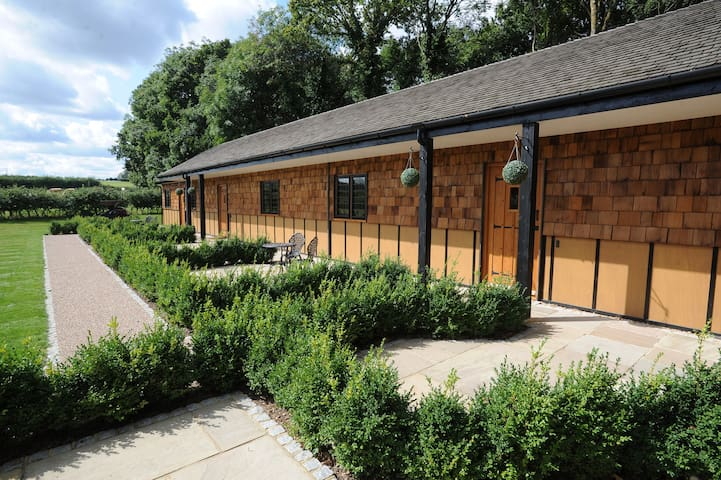 Hill Top Farm Lodges - Chertsey