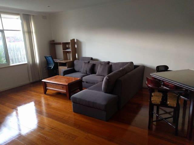 2 Bed Room, big living room and kichen - Balwyn North - Hus