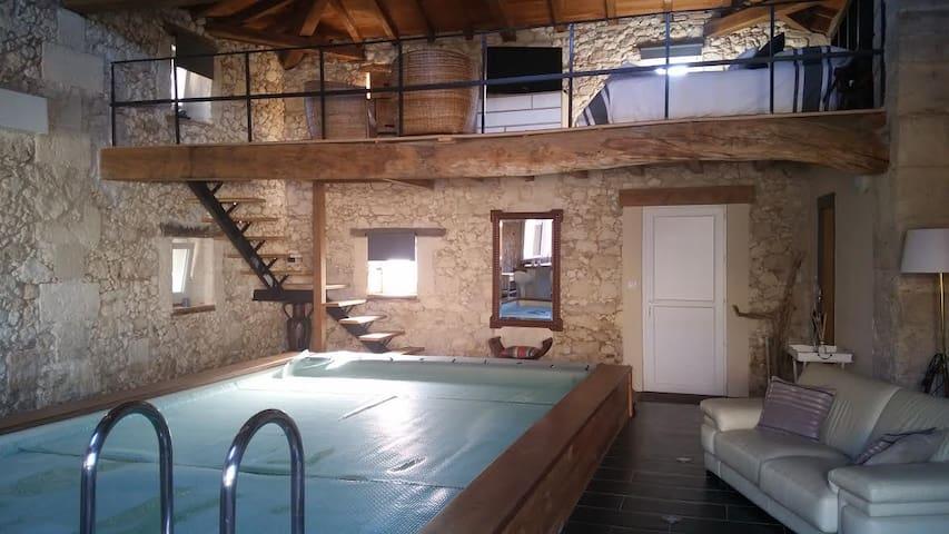 Maison pierre avec piscine intérieur 28° - Cavignac - Casa