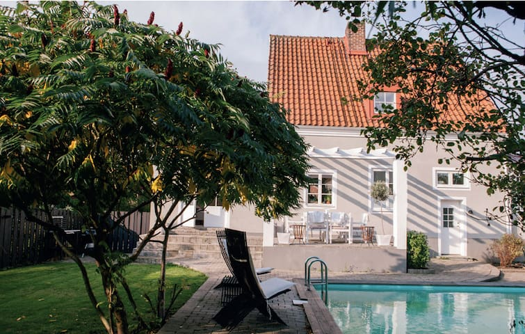 Beautiful villa with pool, close to the center - Helsingborg - Huis