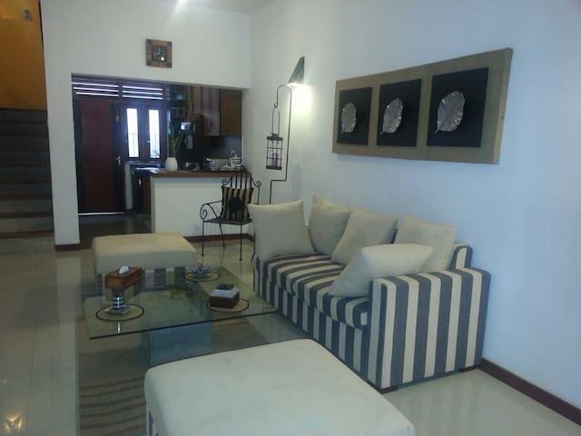 Eligant & Cozy House - Sri Jayawardenepura Kotte - Hus
