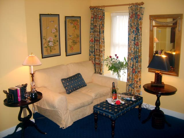 The Studio at Ahernes Townhouse &  Seafood Bar - Youghal - Appartement