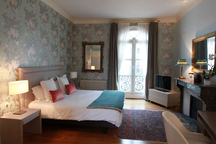 Guest house in the city centre of Tours - Tours - Bed & Breakfast