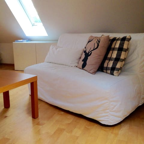 Bedroom with king size bed near city - Gräfelfing - Rumah