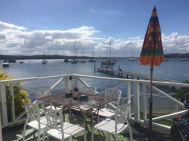 Absolute waterfront lake cottage, Lake Macquarie - Valentine - Ev