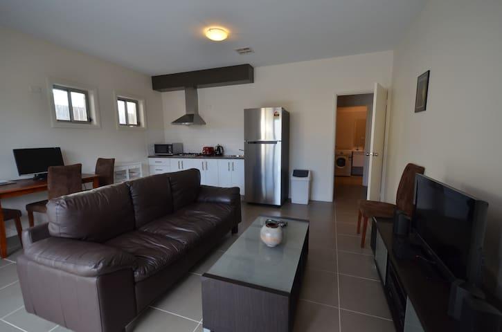 Modern apartment in a quiet suburb - Bonner - Apartment