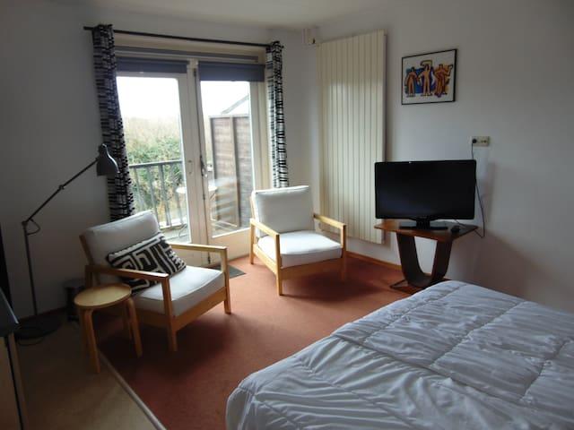 Ruime kamer met  badkamer en balkon - Bergen aan Zee - Casa de camp