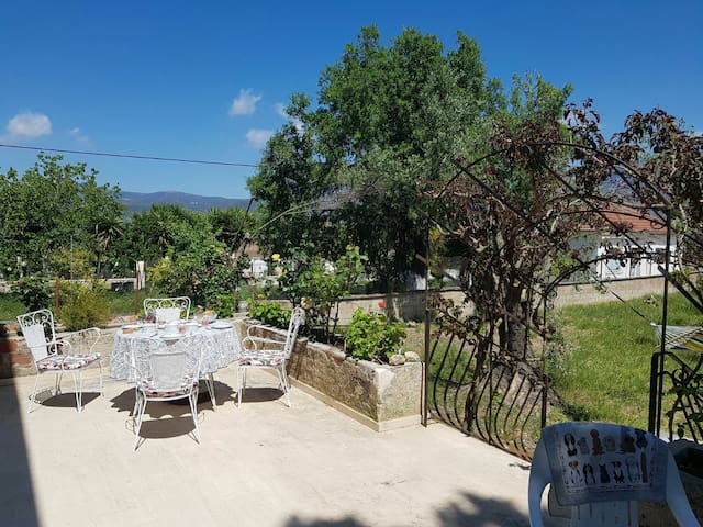 One large double room in Lakithra - Lakithra - Hus