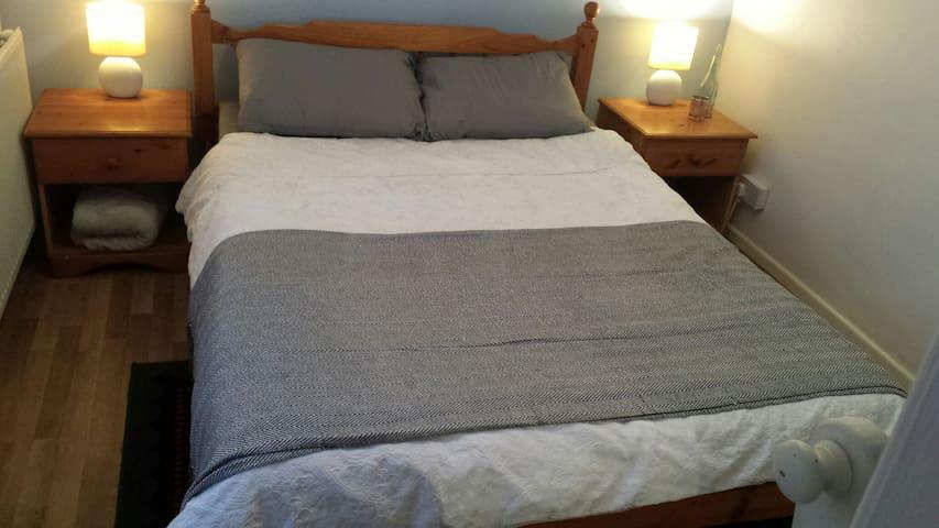 Cosy bedroom, free street carpark, Combe Down - Bath - Apartemen