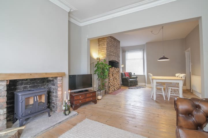 Very Nice Spacious 3 Bedroom House - Manchester