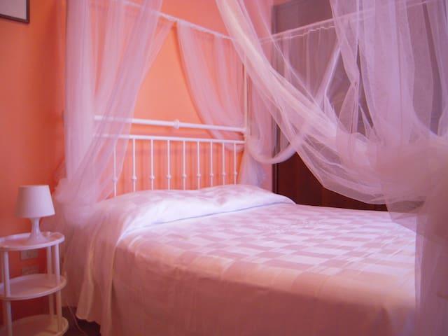 Sweet lovely Room - Bed & Breakfast Sandy - Figline Valdarno - Bed & Breakfast