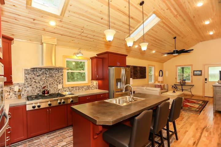 Crystal Cottage - Bentonville - Ev