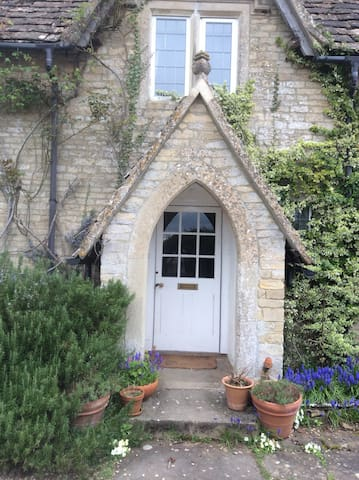 Pretty Cotswold cottage near westonbirt . - Nesley - 家庭式旅館