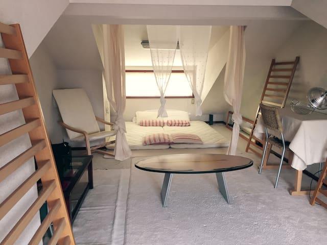 NEW spacious loft - very trendy, central location! - Setagaya-ku - บ้าน