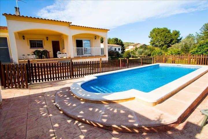 Villa Mas Borras, nestled in the hills of Costa Dorada, only 3km from the beach! - Costa Dorada - Villa