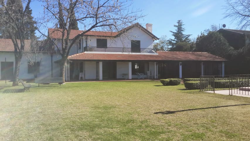 Casa Familiar Tortugas Country Club - Buenos Aires - Ev
