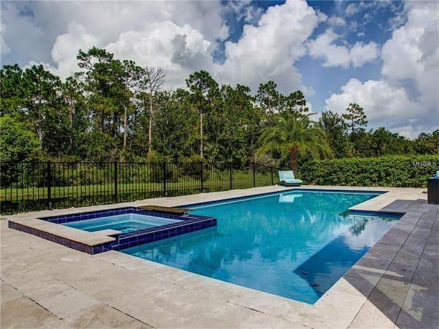 BUDGET room w/ private bath, pool, gated community - Orlando - Hus