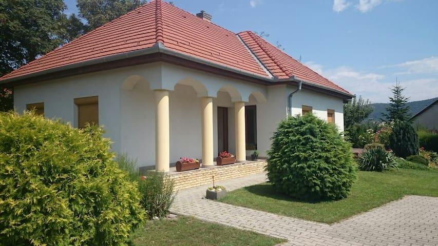 Badacsonytomaji ház a nyugodt pihenésre vágyóknak - Badacsonytomaj - Dom