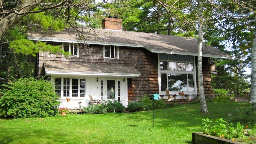 Four bedroom home on the shore Lake Champlain. - Isle La Motte - Hus