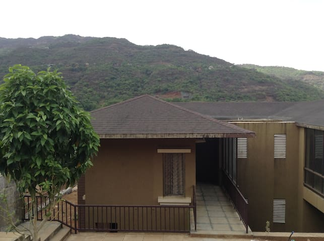 3 Bedroom Luxurious Villa with Hill and Lake View - Lavasa - 獨棟