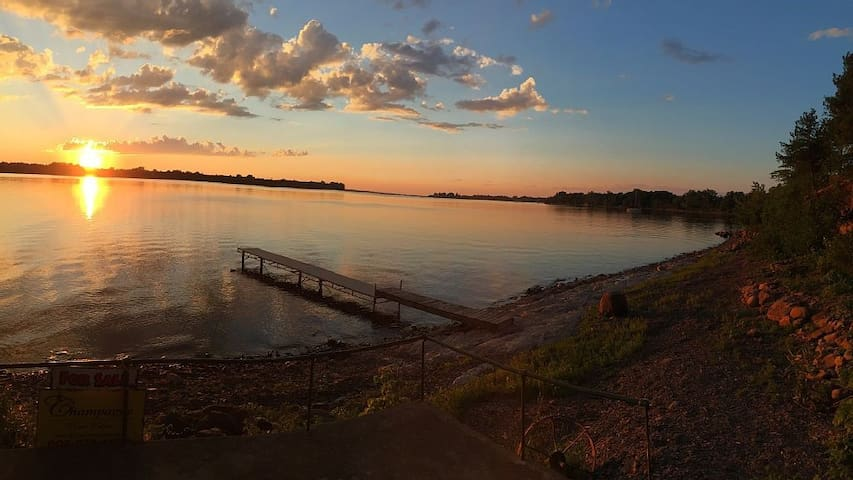 Lake view, whole house is yours+yard, deck, dock! - Alburgh - Hus