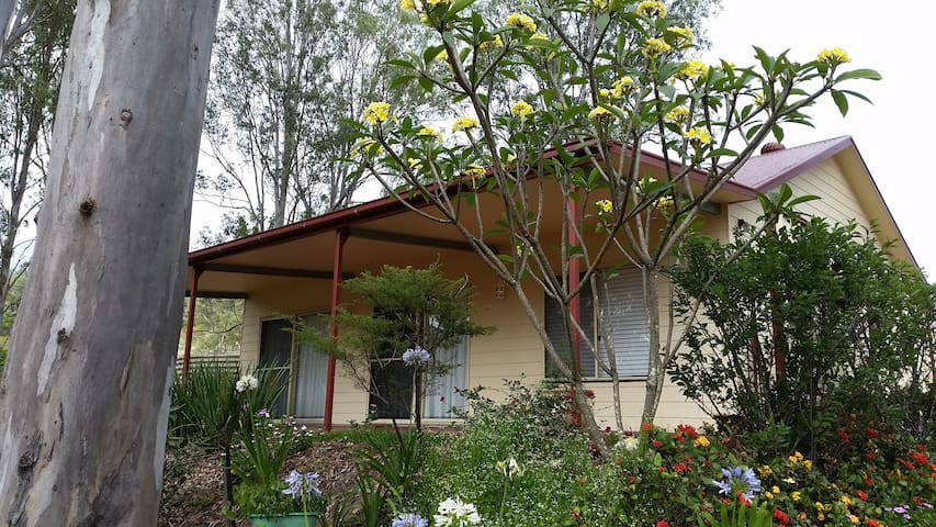 """""""The Cottage""""  (Country Road) - Palmwoods"""
