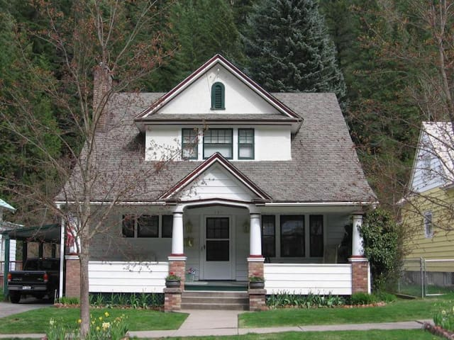 Charming 3 BR Historic Home with Covered Parking - Wallace - Dom