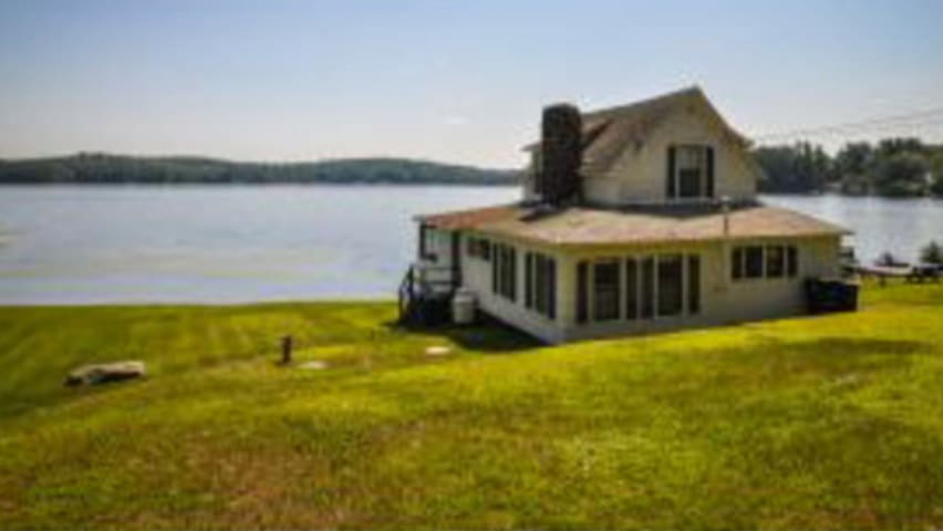 Charming 1910  lakeside cottage - Franklin - Casa