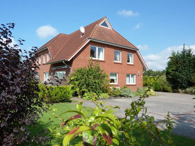 Helle und freundl. Ferienwohnung in Ostfriesland - Neukamperfehn - Daire