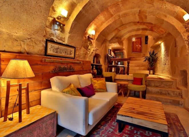 Stylish Cappadocian Cave Hotel - Ortahisar