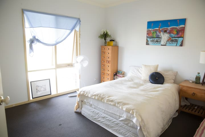 Private double room close to the airport. - Oaklands Junction - Talo