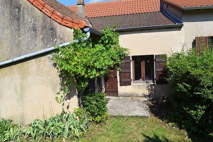 La Follye Mancey - Gîte Lamartine - Mancey - Hus