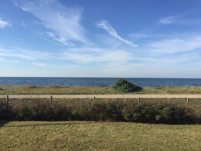 Sommerhus DIREKTE til strand med PERFEKT havudsigt - Dannemare - Houten huisje