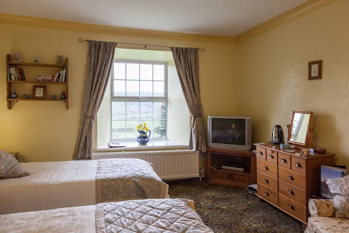 Newlands Hall farmhouse Weardale Daisy Room - Frosterley - Bed & Breakfast