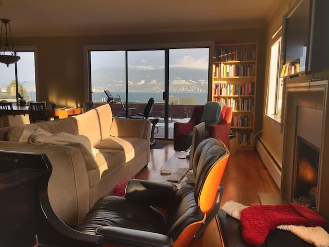 Bedroom in stunning view apartment in Kitsilano - Vancouver - Departamento