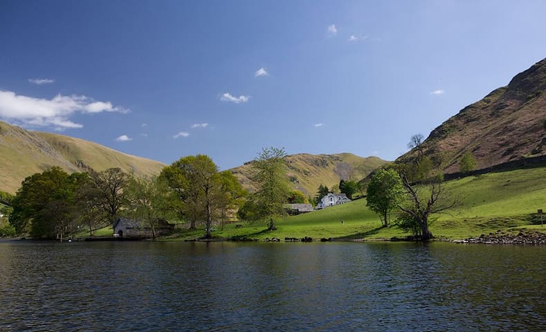 Five star lakeside house with six bedroom suites, hot tub, spa & cinema - Ullswater - Huis