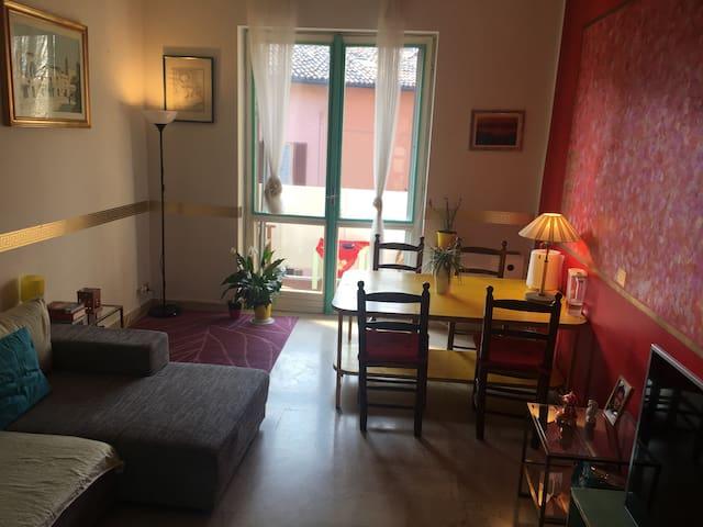 Agradable ambiente familiar. - Pavia - Huis