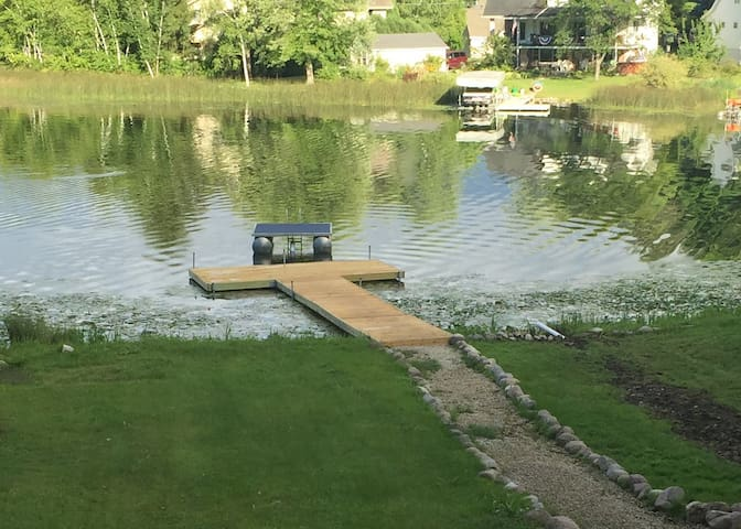 Cozy Lake House w/ Private Dock - West Bend - Cabaña