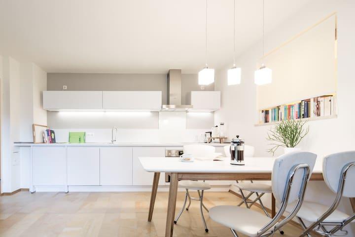Schönes Terrassen-Appartement - Schondorf am Ammersee - Daire