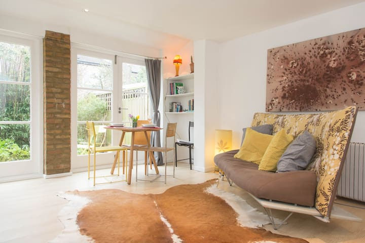 Charming Coach House , East London - London
