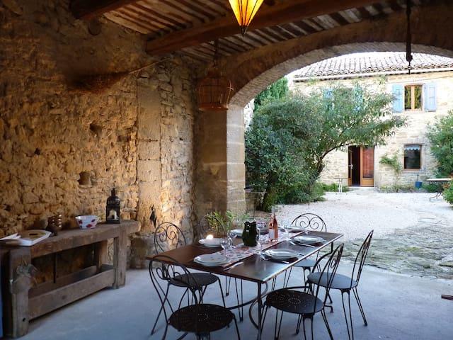 Le Petit Bréjas, en Provence - Mondragon - Casa