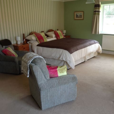 Super King size bed with en-suite - Cranwich, Thetford