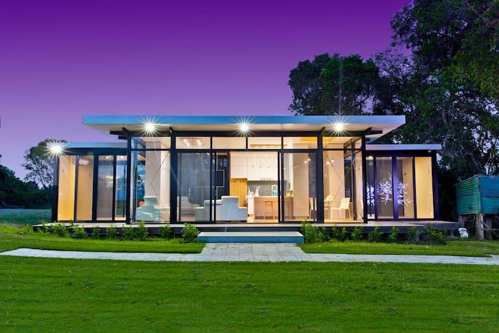 Riverside luxury - Woodville