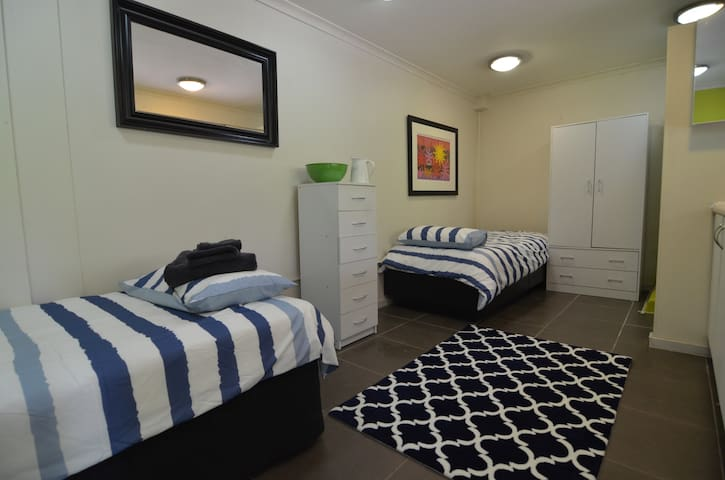 Self contained unit near beach with total privacy. - Frankston South - Bungalou