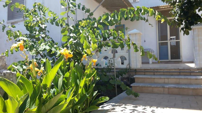 Accogliente casa con ampio cortile - Manduria - Huis