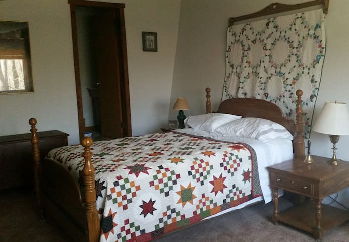 Private Room, Kitchen & Bathroom w/ Great Views! - Renfrew - Дом