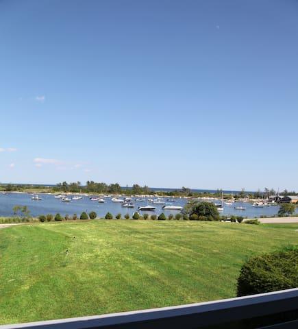 Ocean Views and Private Beach Suite Unit 5 - Weekapaug - Apartament