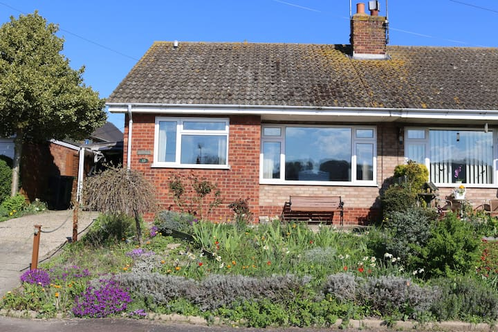 Poppies - Discover the North Norfolk Coastline - Weybourne - Bungalov