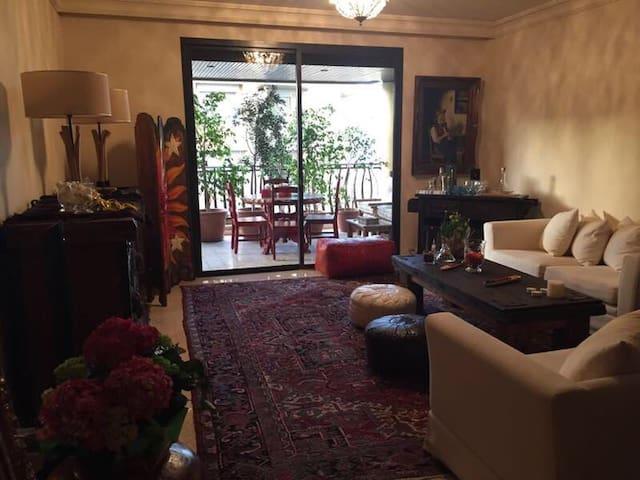 Nice and charming apartment! - Awkar - Departamento