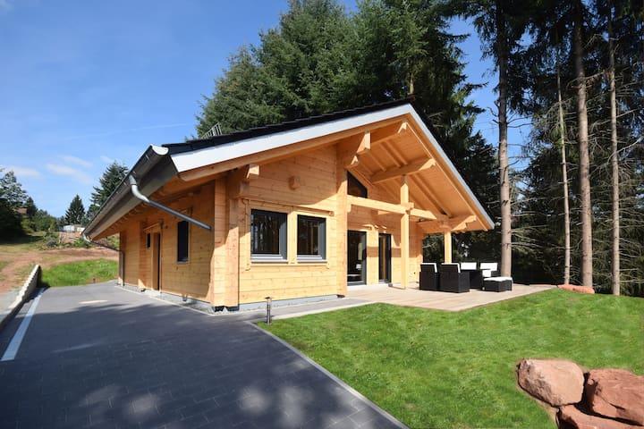 Luxus Blockhütte im Luftkurort Trippstadt - Trippstadt - 小木屋